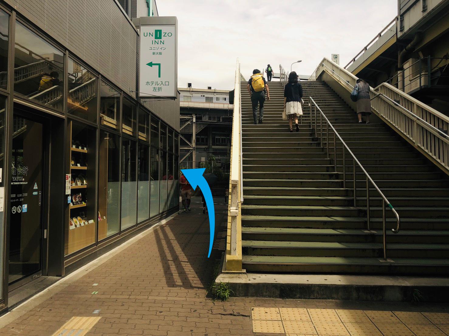 新大阪駅南側線路沿い