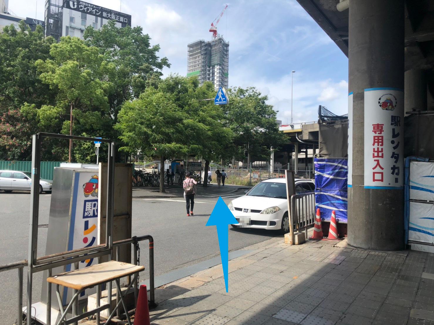 新大阪駅正面出口左方向